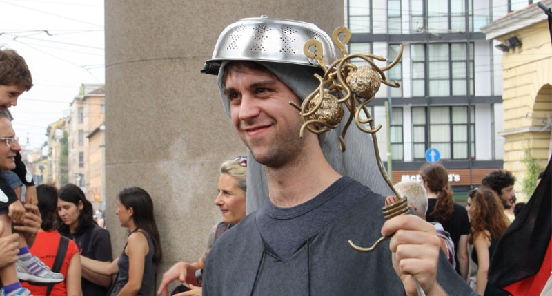 a-pastafarian-in-italy-shows-the-sacred-icon-of-the-flying-spaghetti-monster-giovanni-dallorto-800x430
