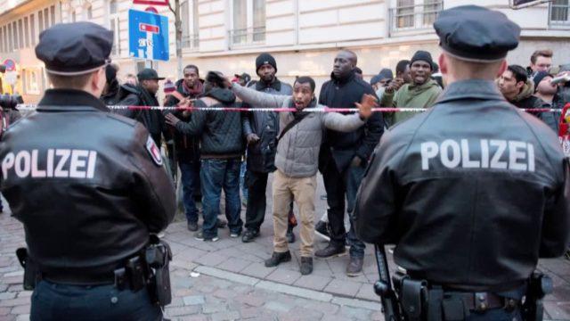 Nemecko hlási prudký nárast útokov migrantov na políciu 1