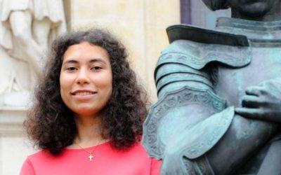 Pochod Orléansom: Janou z Arku má byť mulatka, čelí rasistickým útokom