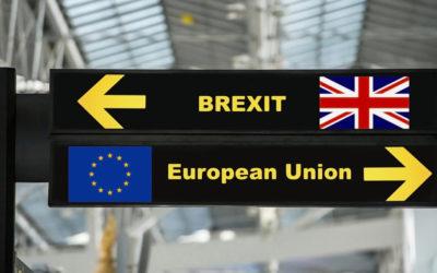 Horná komora britského parlamentu schválila kľúčový zákon o vystúpení z EÚ.
