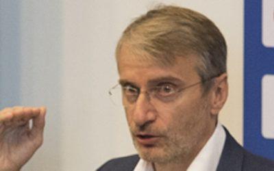 KOMENTÁR: Eduard Chmelár sa mýli, Róbert Mistrík nie je prázdna nádoba – Slobodný Výber