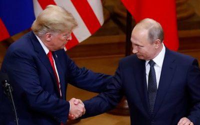 Trump zradil a Putin ho má v kapse, napsal po summitu exšéf CIA. Prezident USA čelí tvrdé kritice i z 'vlastních řad.