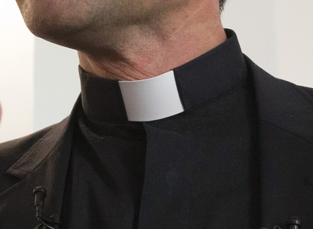 Nemeckú katolícku cirkev vyzývajú na odškodnenie obetí. Biskupi predložia správu.