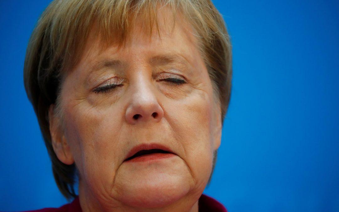 Merkelová utrpela veľkú porážku, jej politik nie je šéfom frakcie.