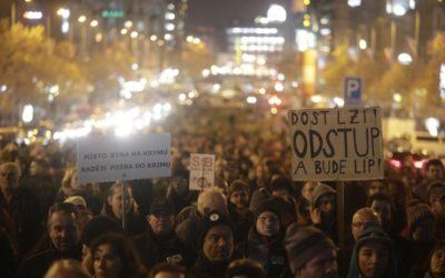 V Prahe protestujú tisíce ľudí. Žiadajú koniec Babiša.