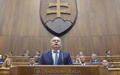 Prezidenta A. Kisku znepokojila hrozba demisie ministra M. Lajčáka.