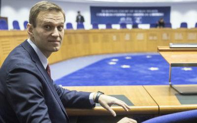 Rusko musí Navaľnému zaplatiť 50-tisíc eur za morálnu ujmu.