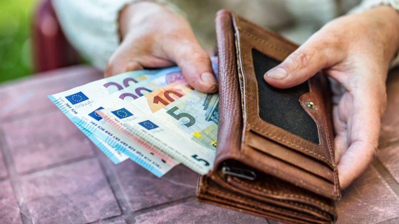 Italům nastaly zlaté časy. Kdo si neumí vydělat, dostane 20 000 Kč měsíčně. 1