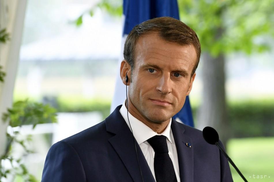 Macron chce prijať zákon proti nenávistným prejavom na internete. 1