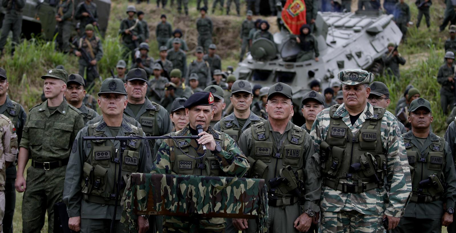 Trump vyzval venezuelských vojakov, aby podporili opozičného lídra. 1