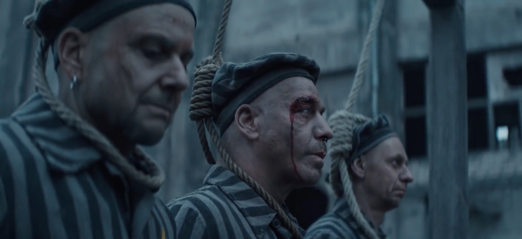 """Deutschland! Nový klip skupiny Rammstein vyobrazuje vyhlazování bílé rasy a podobu """"nové Evropy"""" 1"""