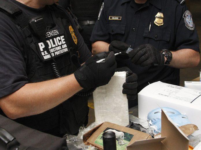 Na lodi, která patřila bance JP Morgan, zabavily americké úřady při jednom z největších zátahů v historii 20 tun kokainu. 1