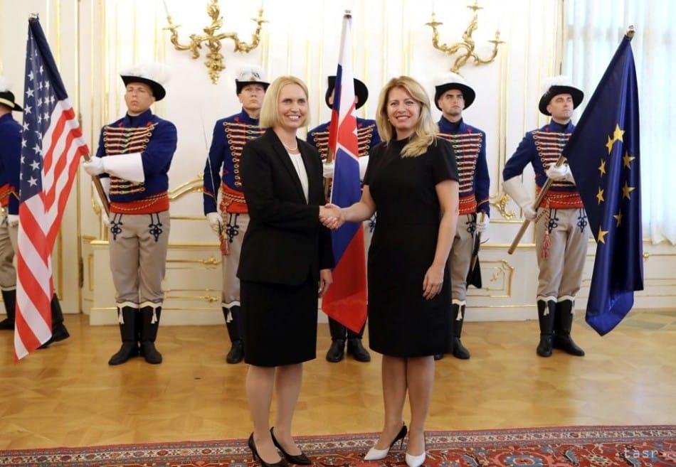 Z. Čaputová prijala novú veľvyslankyňu USA Bridget A. Brinkovú... alebo naopak? 1