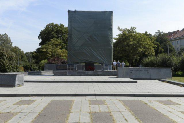 Prepisovači dejín v akcii: sochu maršala Koneva chcú odstrániť a predať. 1