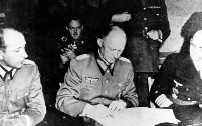 Před 75 lety složila Evropa zbraně. Dvakrát podepsaná kapitulace ale poukázala na novou prohlubující se propast.