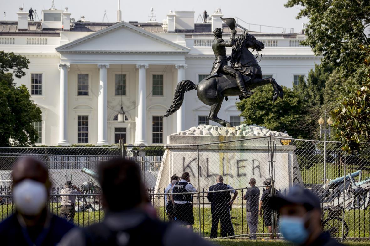 Národní garda aktivována. Bude chránit washingtonské sochy. 1