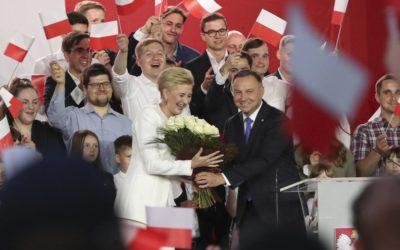 Duda vyhrál polské prezidentské volby. Komise zveřejnila téměř úplné výsledky.