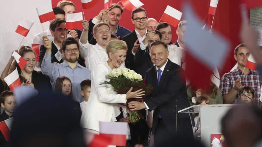 Duda vyhrál polské prezidentské volby. Komise zveřejnila téměř úplné výsledky. 1