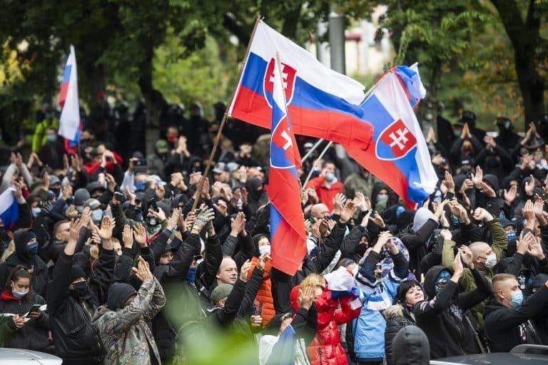 Kto každý sa chystá? Ľudia vyjdú v utorok do ulíc. Hlavný protest sa uskutoční na Hodžovom námestí o 16:00 v Bratislave. Protesty budú aj v iných mestách. 1