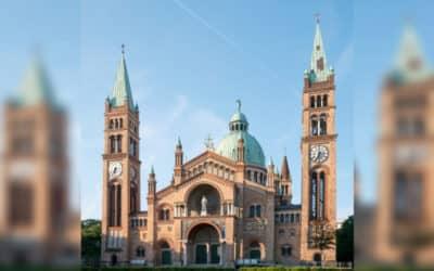 Do kostola vo Viedni vtrhlo asi 50 vandalov z Turecka. Kurz nechce prejavovať falošnú toleranciu.