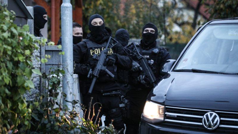 Polícia zasahuje v dome bývalého policajného prezidenta Gašpara aj u exšéfa NAKA Hraška. 1
