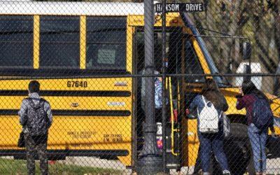 Menšiny v škole zaostávajú. V Kalifornii preto idú meniť rasistické hodnotenie.