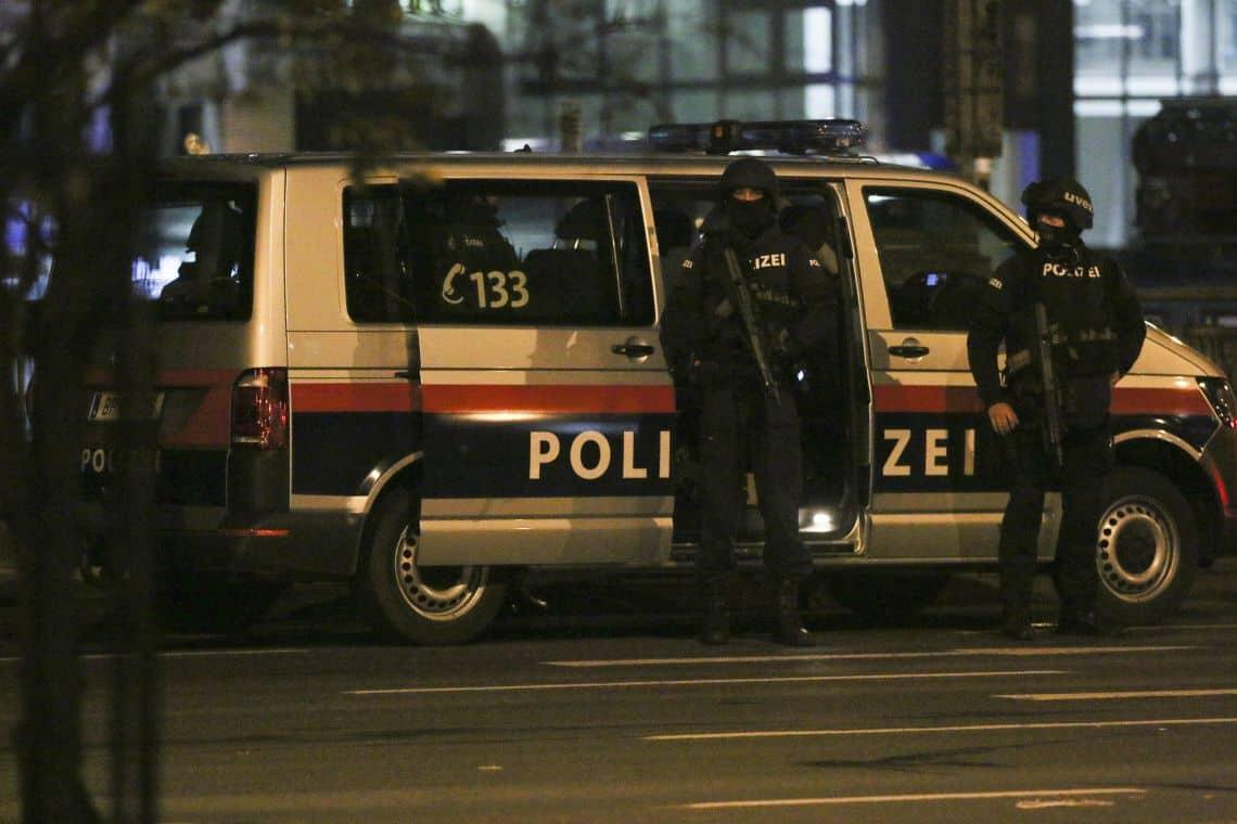 Útočník bol stúpencom IS, hlási Viedeň. Počet obetí stúpol. 1