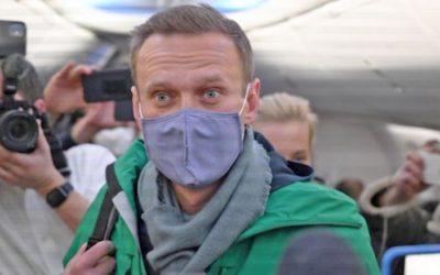 Holá fakta o Navalném.