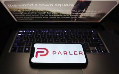 Američanku vyhodili z práce za to, že bola na sociálnych sieťach Parler a Gab.