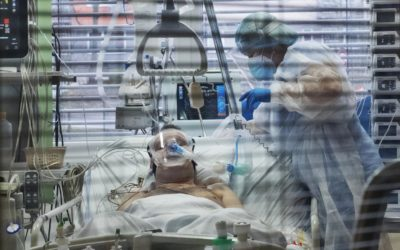 Pardubický kraj vyhlásil stav hromadného postižení osob. Tamní nemocnice vyčerpaly lůžkové kapacity.