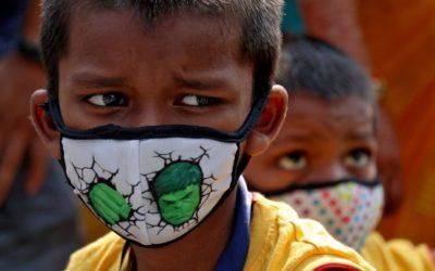 Nová mutace koronaviru, masivní festivaly a nedostatečné očkování. Indii zasáhla druhá vlna s nebývalou razancí.