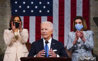 Najsmrteľnejšia teroristická hrozba vychádza z belošskej nadvlády, povedal Biden v prvom prejave v Kongrese.