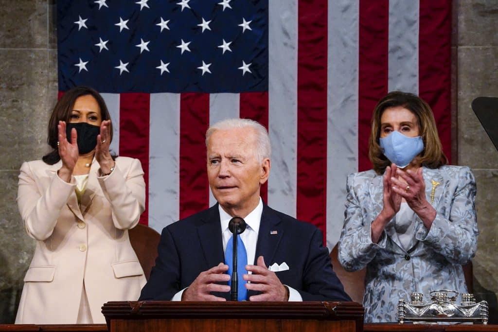 Najsmrteľnejšia teroristická hrozba vychádza z belošskej nadvlády, povedal Biden v prvom prejave v Kongrese. 1