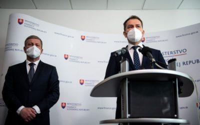 Slovensko bude očkovat jen schválenými vakcínami, rozhodl ministr zdravotnictví.