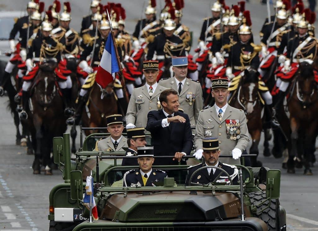 Varovanie francúzskych vojakov o občianskej vojne: Generál žiada signatárov, aby odišli z armády. 1
