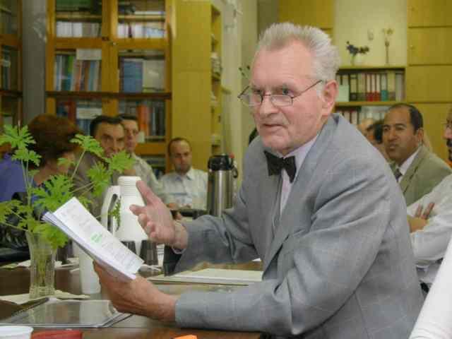 Profesor ekonómie Jaroslav Husár dnes 85-ročný, želáme všetko najlepšie! 1