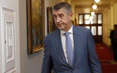Hrdý člověk se za české politiky musí stydět.