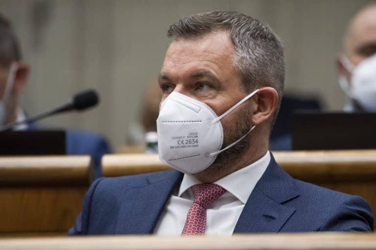 Pellegrini vyzval Mikulca na okamžité odstúpenie: Silové zložky na Slovensku sa vymkli spod kontroly vlády. 1