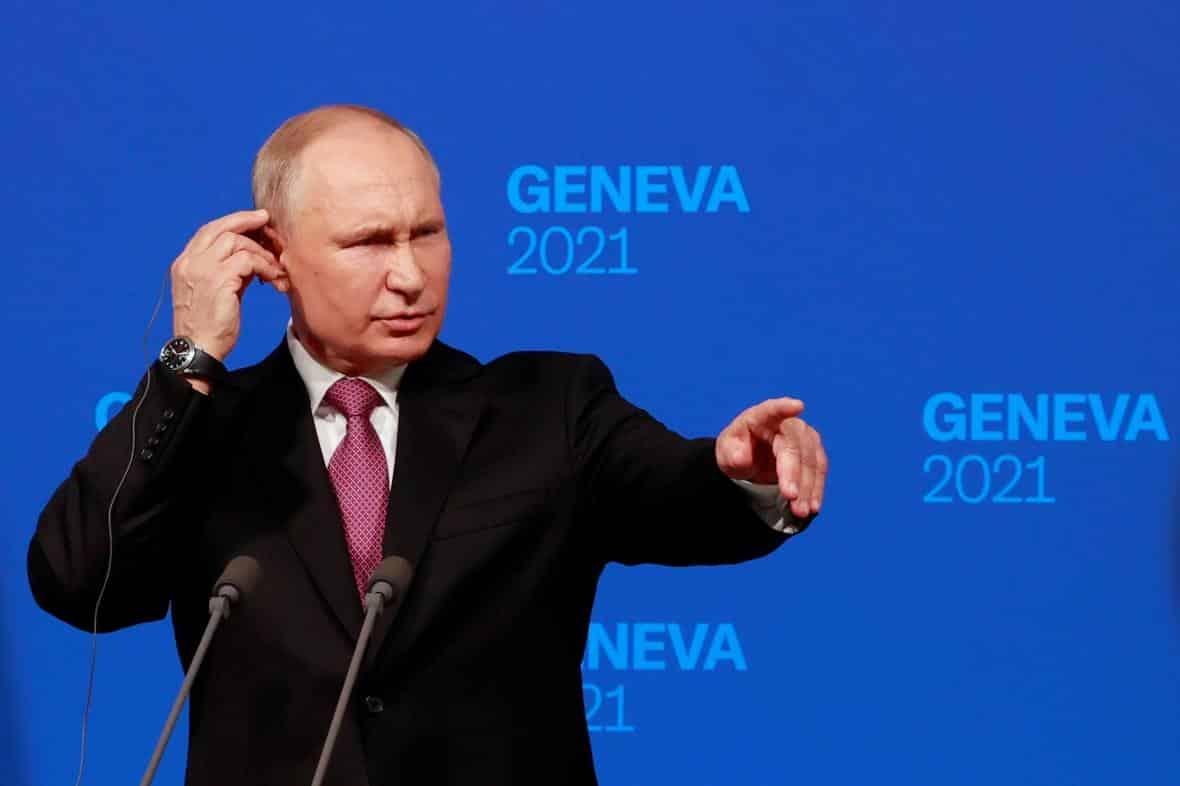 Velvyslanci se vrátí na své posty, řekl po jednání s Bidenem Putin. 1