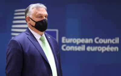 Lídři zemí EU vyzývali v emotivní debatě Orbána ke zrušení sporného zákona proti LGBT.