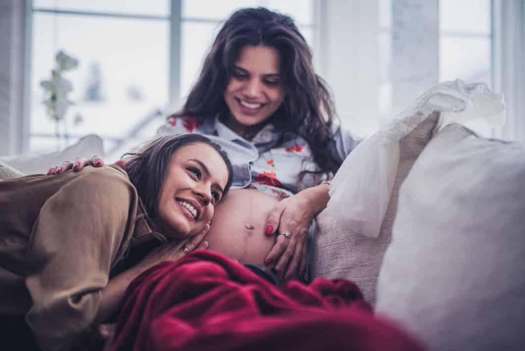 Těhotenství i pro svobodné a lesby. Francie přijme zákon o asistované reprodukci a bioetice. 1