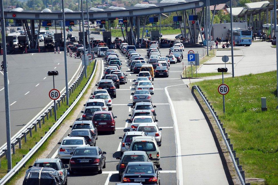 Chorvatsko mění podmínky pro cestování. Na hraničních přechodech se tvoří kolony. 1