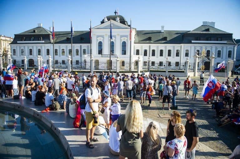 Protest pri Prezidentskom paláci pokračuje, polícia prijala opatrenia. 1