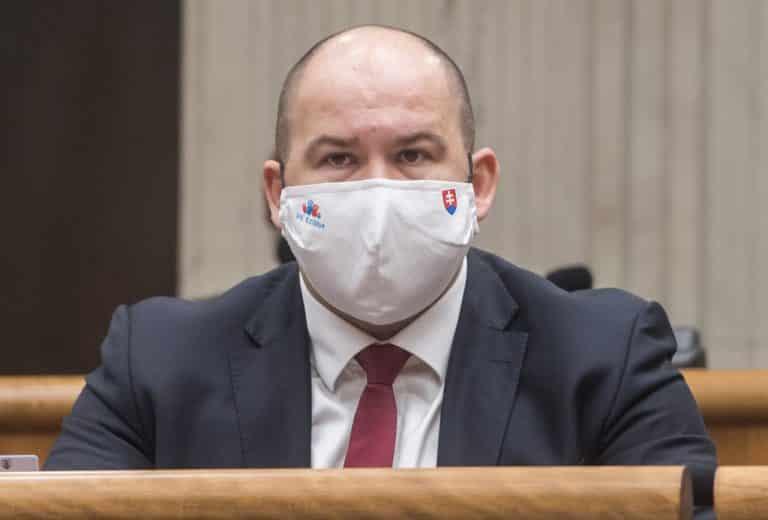 """Vládna koalícia má problém, poslanec Peter Pčolinský vyhlásil, že už """"nebude držať hubu a krok."""" Postupne začne zverejňovať informácie… 1"""