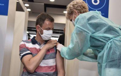 Heger protestujúcim rozumie. Ale očkovanie považuje za jediný efektívny nástroj v boji s pandémiou. Taraba dáva do pozornosti čísla z Izraela: Ak sa na Slovensku vláda bude tváriť, že zaočkovaný znamená neinfekčný, tretia vlna covidu bude toho výsledkom.