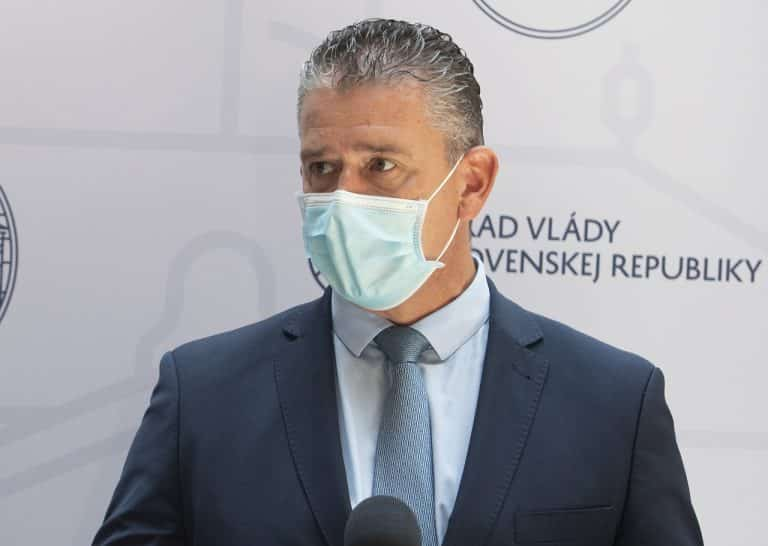 Šéf inšpekcie spadajúcej pod Mikulcovo ministerstvo dočasne odstavil vedúcu tímu, ktorý vyšetruje údajné manipulácie svedeckých výpovedí. 1
