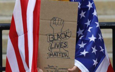 Kritická rasová teória: Si beloch? Cíť vinu.