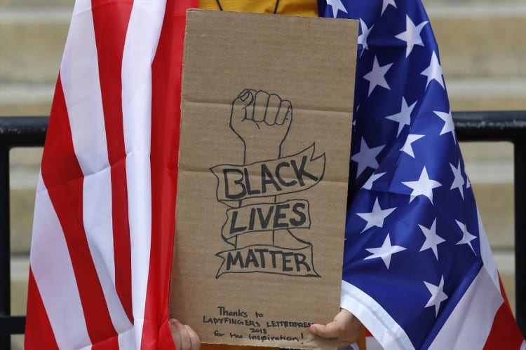 Kritická rasová teória: Si beloch? Cíť vinu. 1