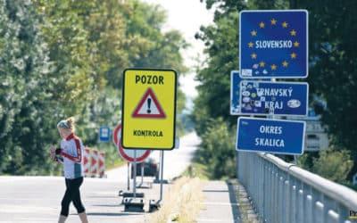 Slovensko výrazně mění pravidla. Bude vyžadovat karanténu od cestujících, kteří nejsou očkováni.