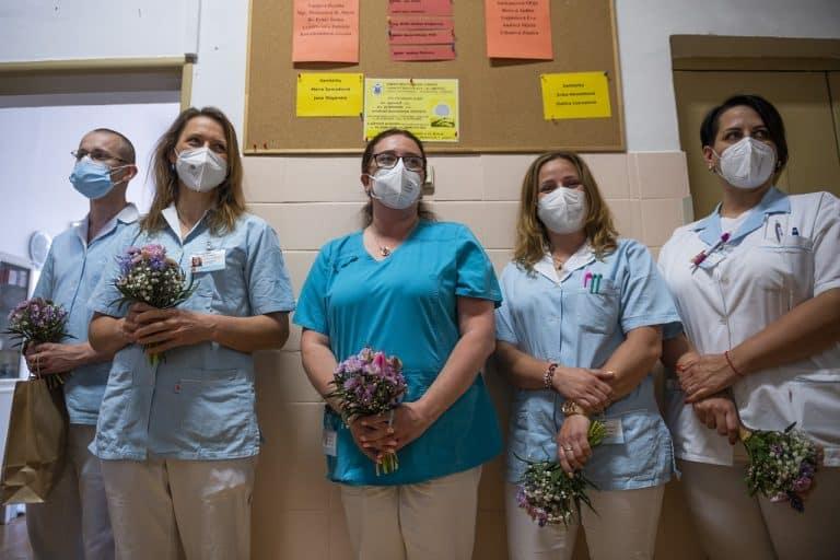 Ošetrovateľstvo je v kríze, nedostatok zamestnancov ohrozuje pacientov, varuje Slovenská komora sestier a pôrodných asistentiek. 1